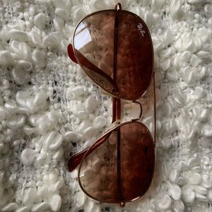 Ray Ban Aviators! Never worn. With clamshell